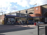 Wikipedia - Greenford railway station