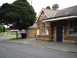 Wikipedia - Bagshot railway station
