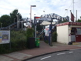 Wikipedia - Motspur Park railway station