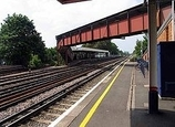 Wikipedia - Raynes Park railway station