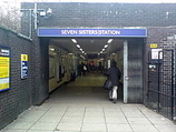 Wikipedia - Seven Sisters railway station