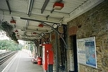 Wikipedia - Thames Ditton railway station