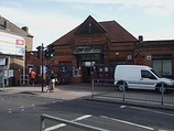 Wikipedia - Tooting railway station