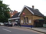 Wikipedia - Winchmore Hill railway station