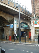 Wikipedia - Shadwell railway station