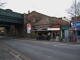 Wikipedia - Earlsfield railway station
