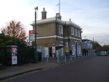 Wikipedia - Erith railway station