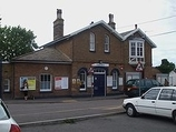 Wikipedia - Ewell West railway station